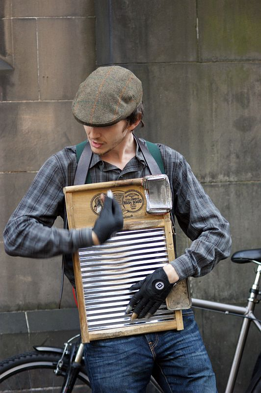 19/08/13 EDINBURGH, The Royal Mile. Gramaphone Jass Band Washboa