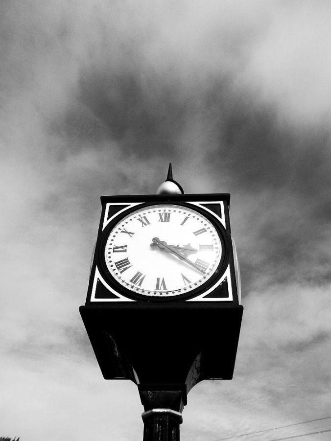 20-09-12 KNOTT END. The clock