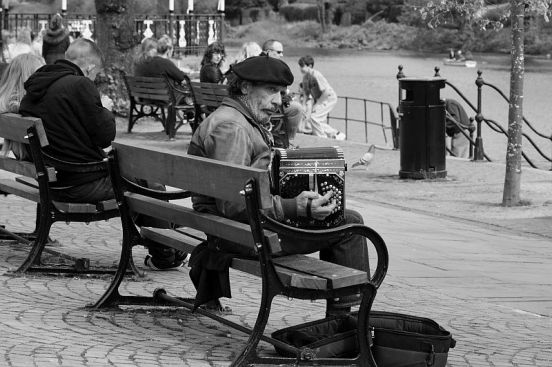 19/04/14 CHESTER. The Groves. Accordionist