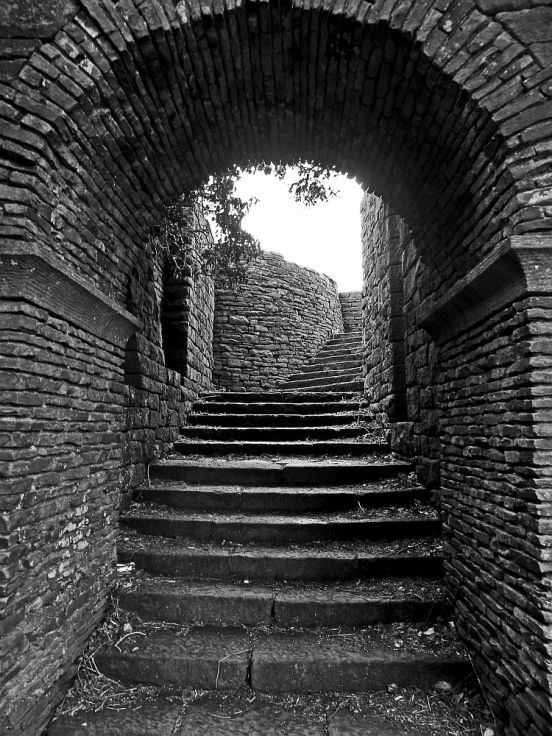 240411 RIVINGTON Curved steps up B&W
