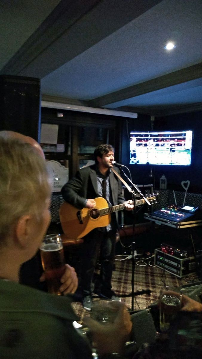 06/10/18 CHORLEY LIVE. Mike Kneafsey At The White Bull.