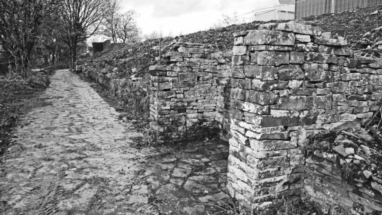 11/11/18 RIVINGTON TERRACED GARDENS.  Ruined Shelter.