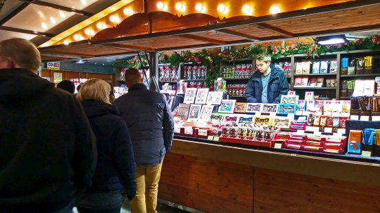 17/11/18  MANCHESTER. St. Annes Square. Candy Time.