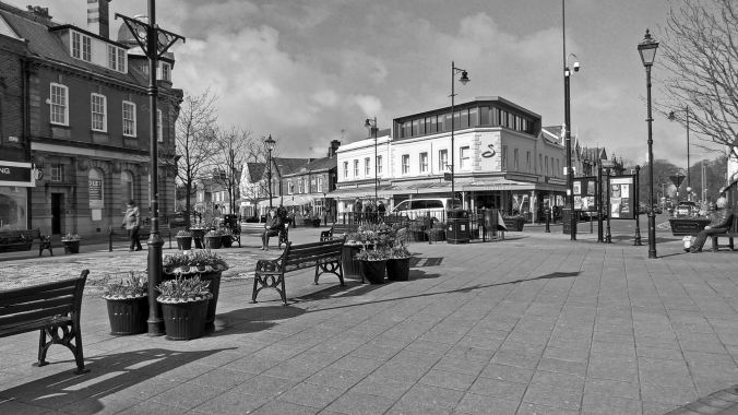 17-03-19 LYTHAM. Clifton Square In The Sunshine.