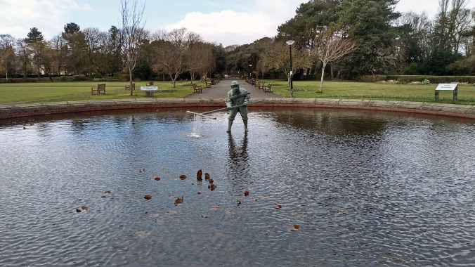 17-03-19 LYTHAM. Lowther Gardens. The Cockler Statue.