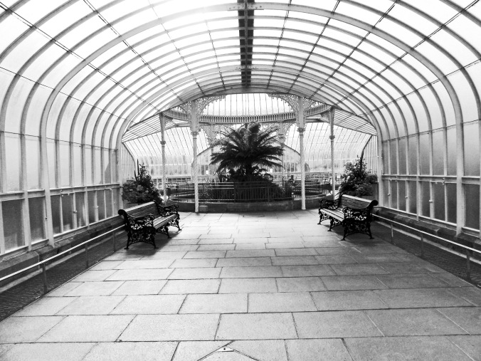 270510 GLASGOW The Botanic Gardens The Kibble Palace, the glass corridor2