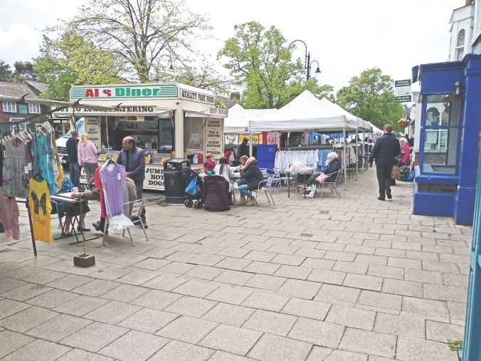 02/05/19  FRODSHAM. The Thursday Market. Als Diner.