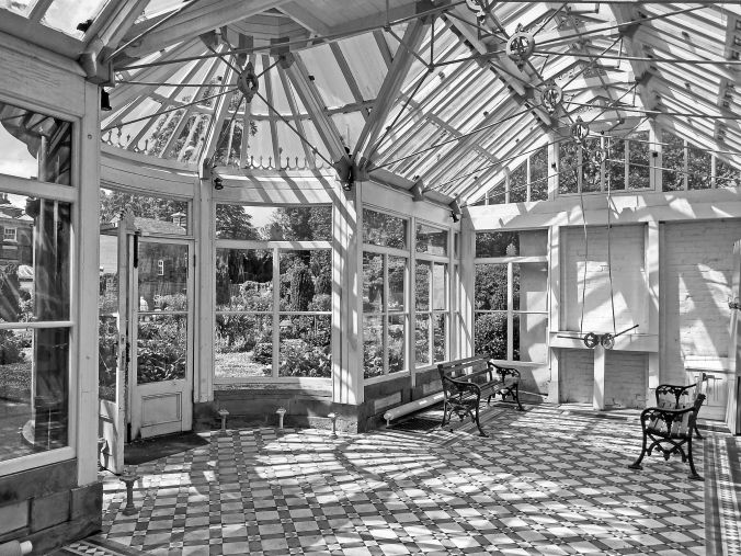 20/06/19 FRODSHAM. Castle Park. The Conservatory.