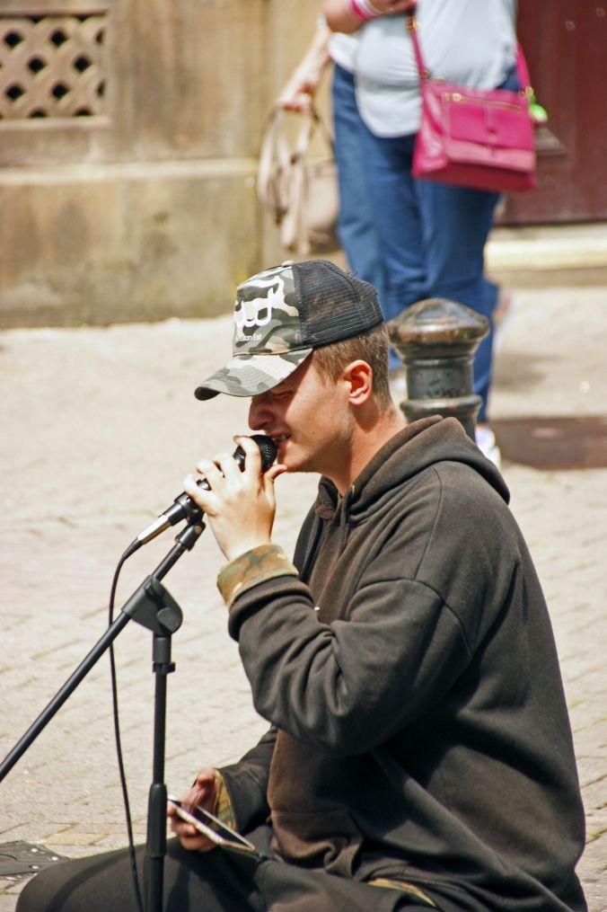 13/07/19  CHESTER. Northgate Street Singer.