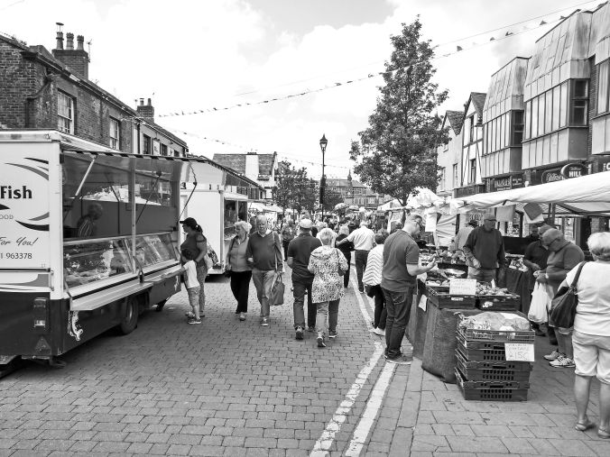 18/07/19  ORMSKIRK. Moor Street & Thursday Market.