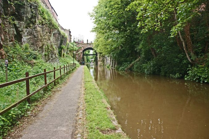 25/05/19  CHESTER. Shropshire Union Canal. Cutting By The Walls.