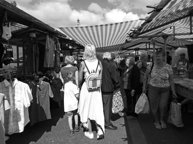 02/08/19  EARLESTOWN. The Friday Market. Crowds Shopping.
