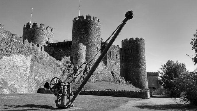 19/09/19  CONWY. Castle & Crane.