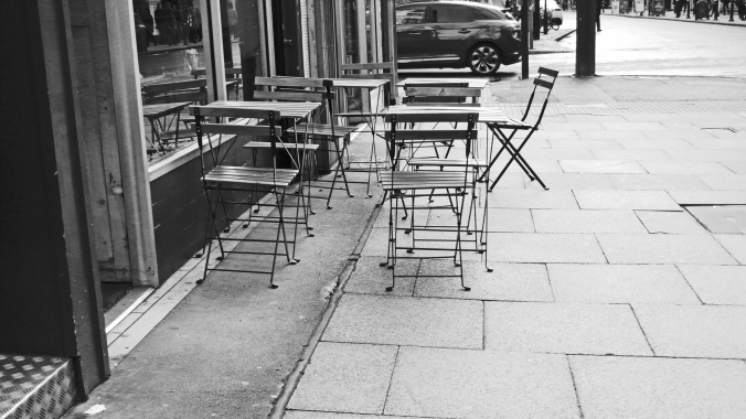 06/10/19  MANCHESTER. Oldham Street.  Tables & Chairs.