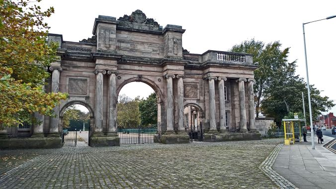 31/10/19  BIRKENHEAD. Birkenhead Park. The Grand Entrance Lodge.