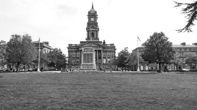 31/10/19 BIRKENHEAD. Hamilton Square. Town Hall & Cenotaph.