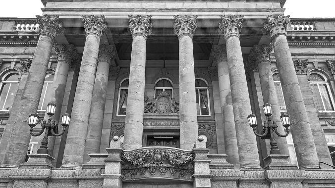 31/10/19 BIRKENHEAD. Hamilton Square. The Town Hall. Frontage.