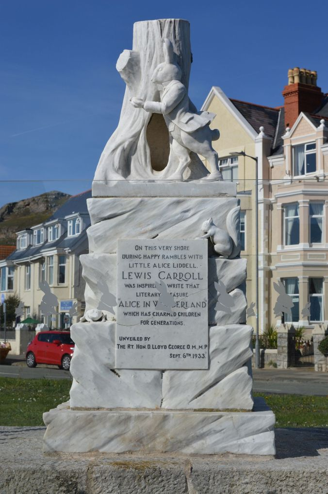 19/09/19  LLANDUDNO. West Shore. Alice In Wonderland Memorial
