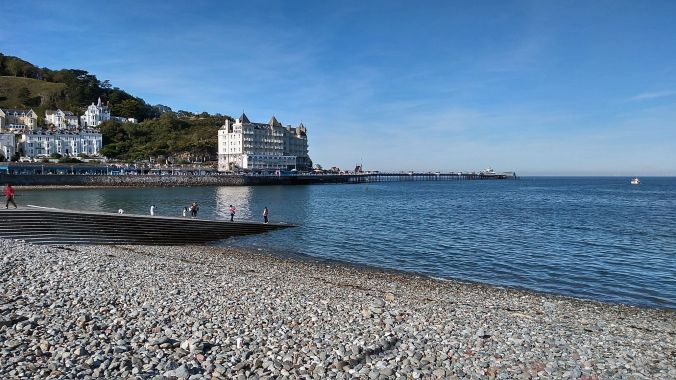 19/09/19  LLANDUDNO.  The Pier & Grand Hotel.