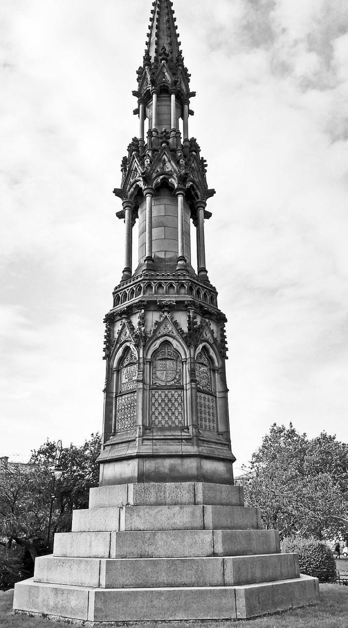 31/10/19 BIRKENHEAD. Hamilton Square. Queen Victoria Memorial.