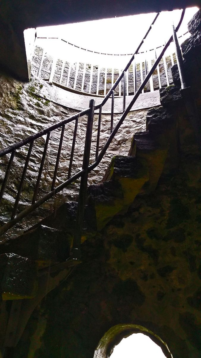 02/11/19 BUXTON. Grin Low. Solomon's Temple. Staircase.