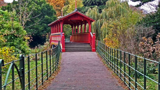 31/10/19  BIRKENHEAD. Birkenhead Park. The Swiss Bridge.