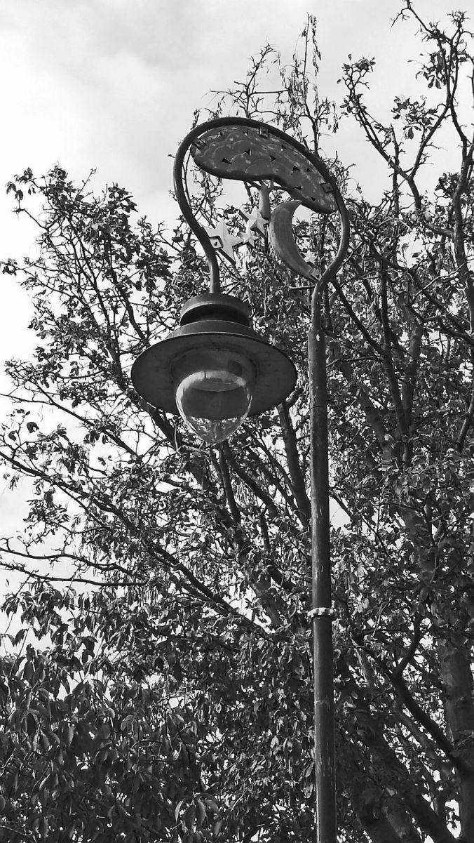 31/10/19 BIRKENHEAD. Hamilton Square. A Lamp Standard.
