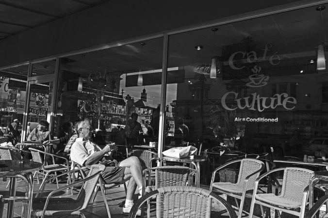 19/09/19  LLANDUDNO.  Mostyn Street. Coffee Culture.