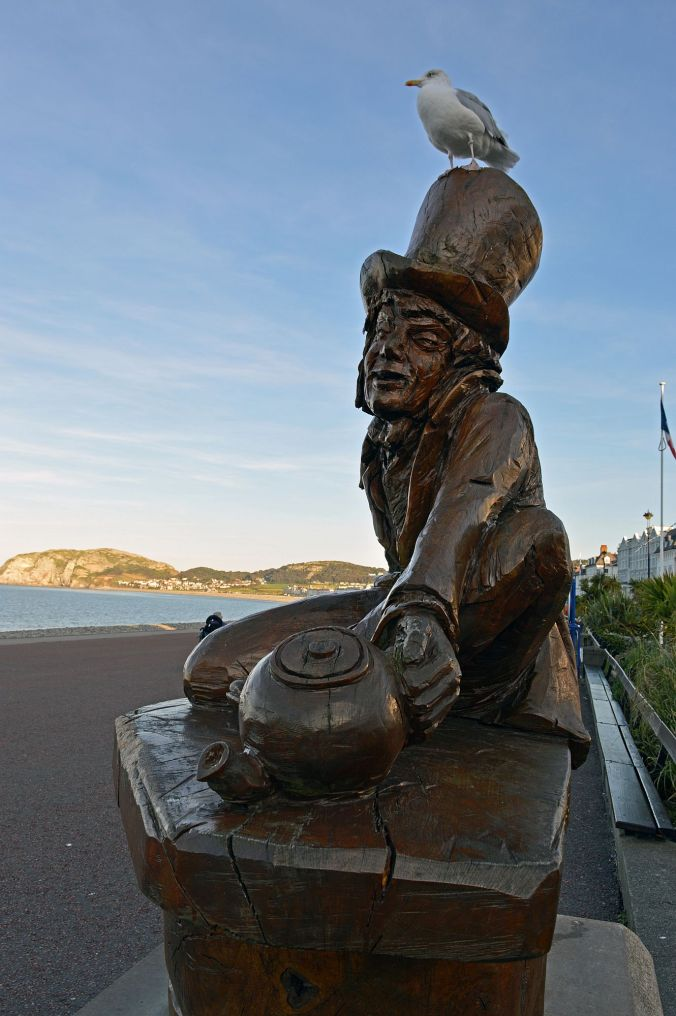 19/09/19  LLANDUDNO. The Promenade. The Mad Hatter.