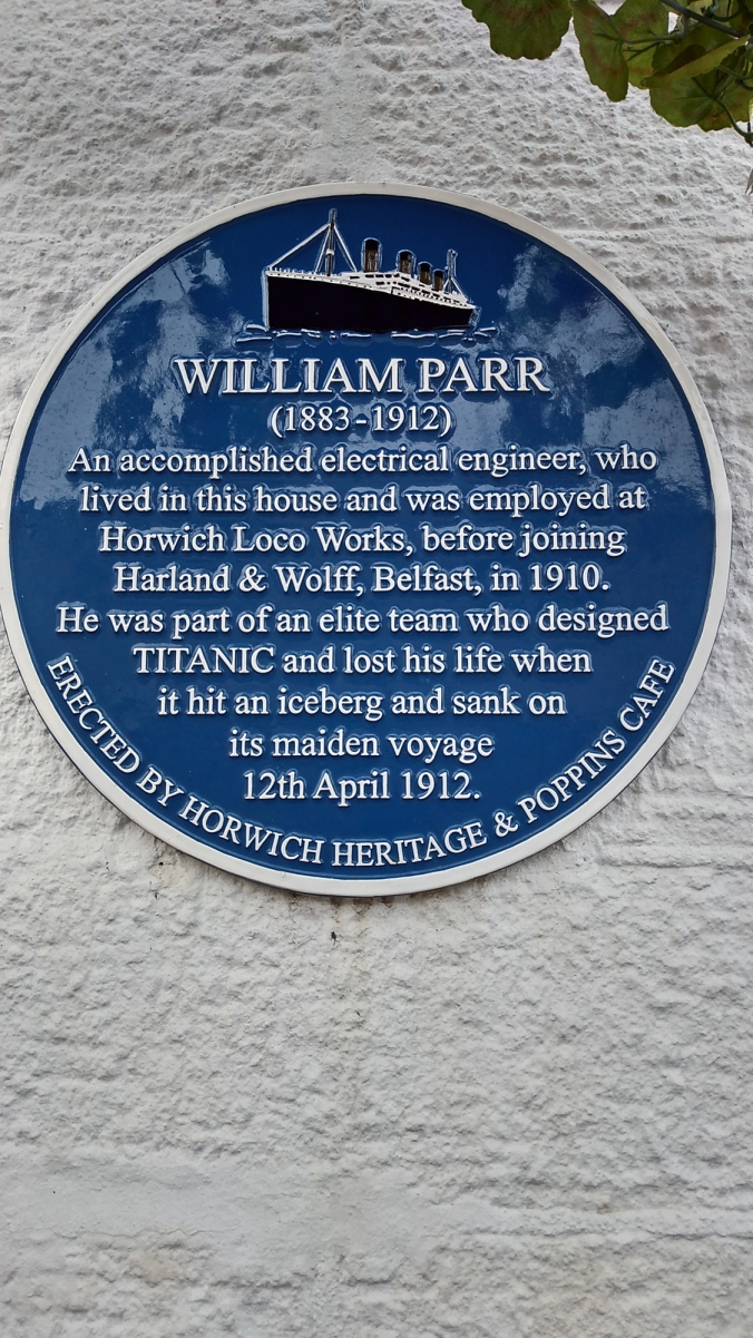 17/12/19  HORWICH. Lees Lane. Titanic Plaque. Poppins Cafe