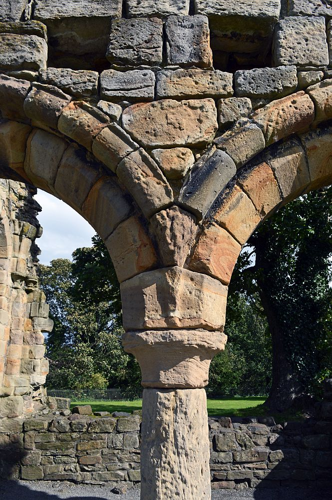 12/09/19  HOLYWELL. Basingwerk Abbey. Double Arch Close Up.