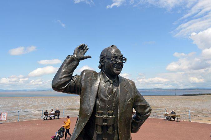 13-06-20  MORECAMBE. The Promenade. Eric Morecambe Statue.