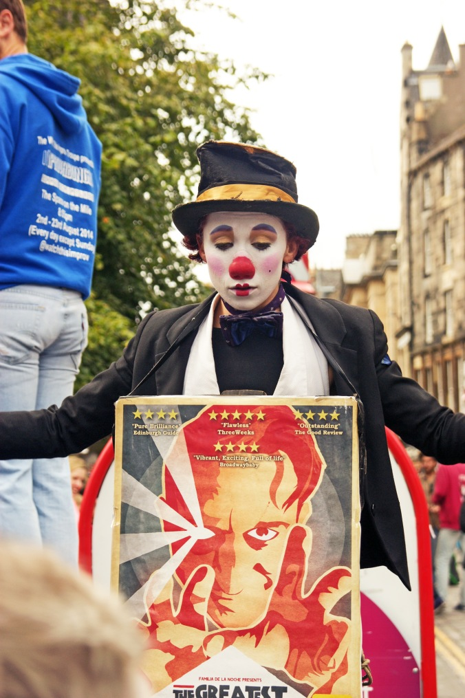 19/08/14 EDINBURGH. The Royal Mile. Clown Face.